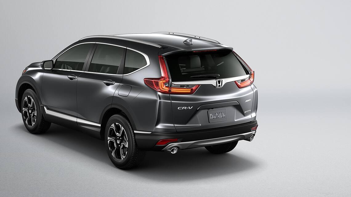 Vista trasera 3/4 de la Honda CR-V Touring2019 en Gunmetal Metallic, mostrando luces traseras de LED.