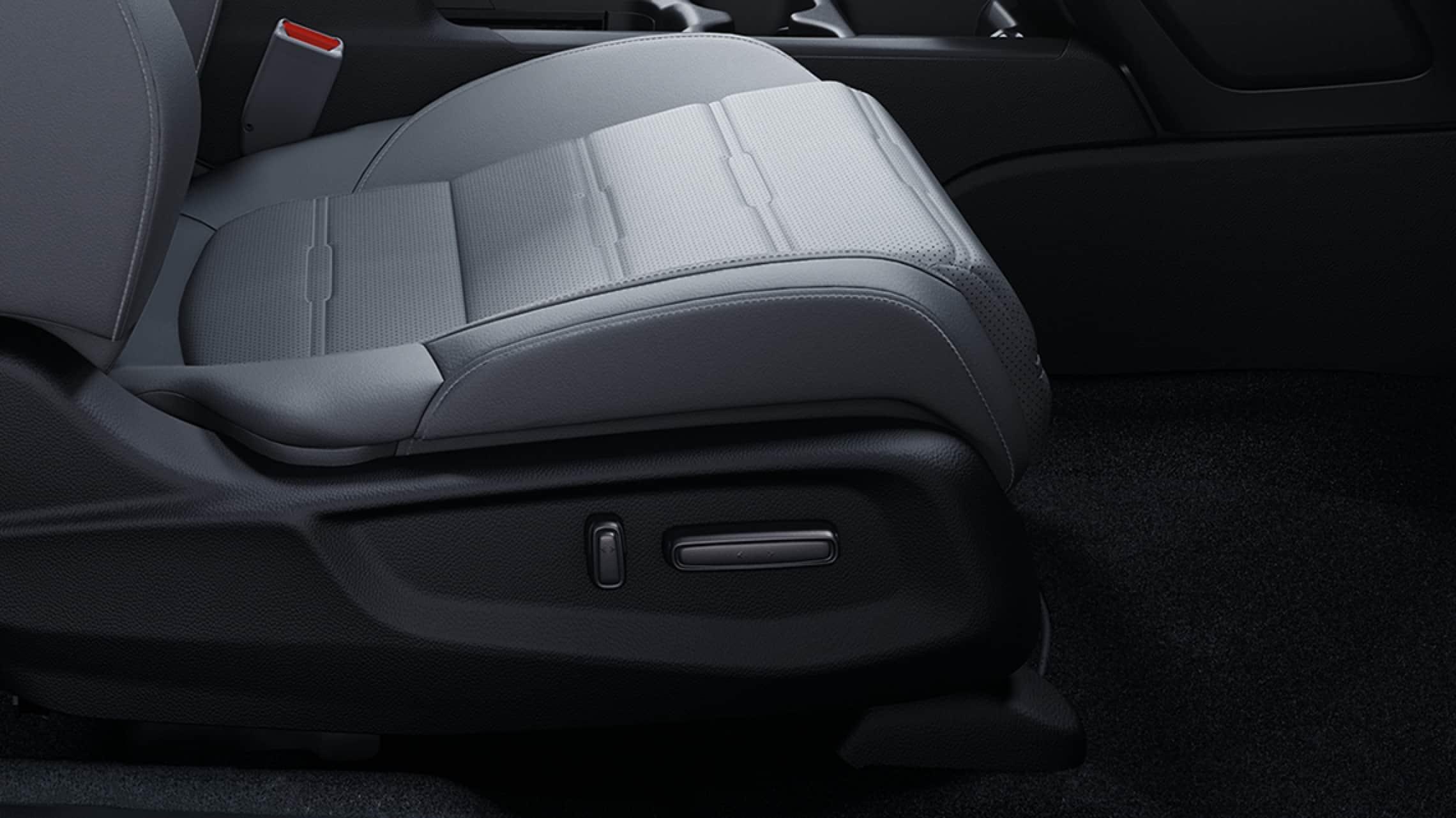 Interior de la Honda CR-V2019 con controles de asiento delantero con ajuste eléctrico.
