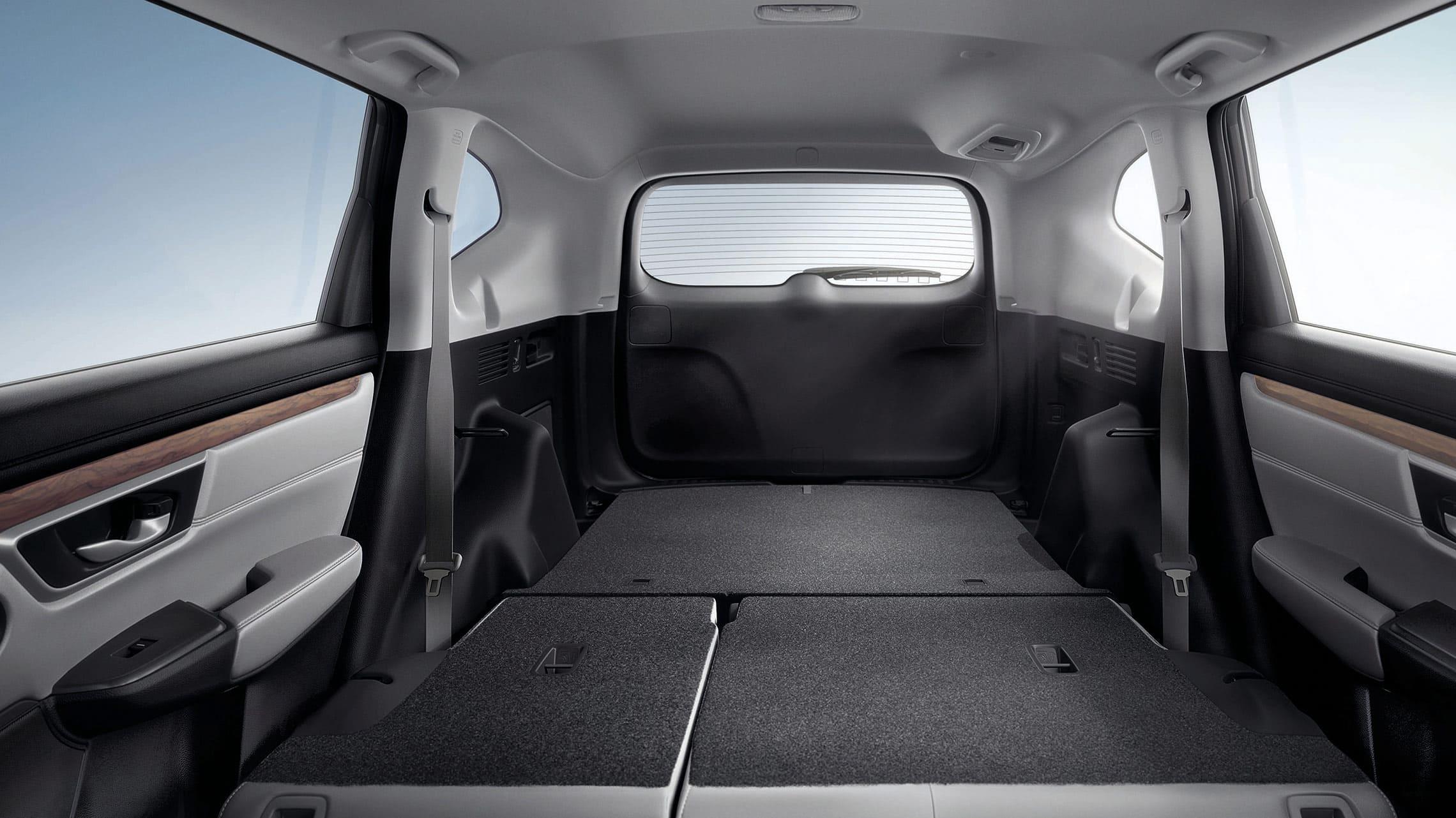 Vista del espacio de carga interior de la Honda CR-V 2019, y del respaldo del asiento trasero abatible 60/40 que se pliega con facilidad.