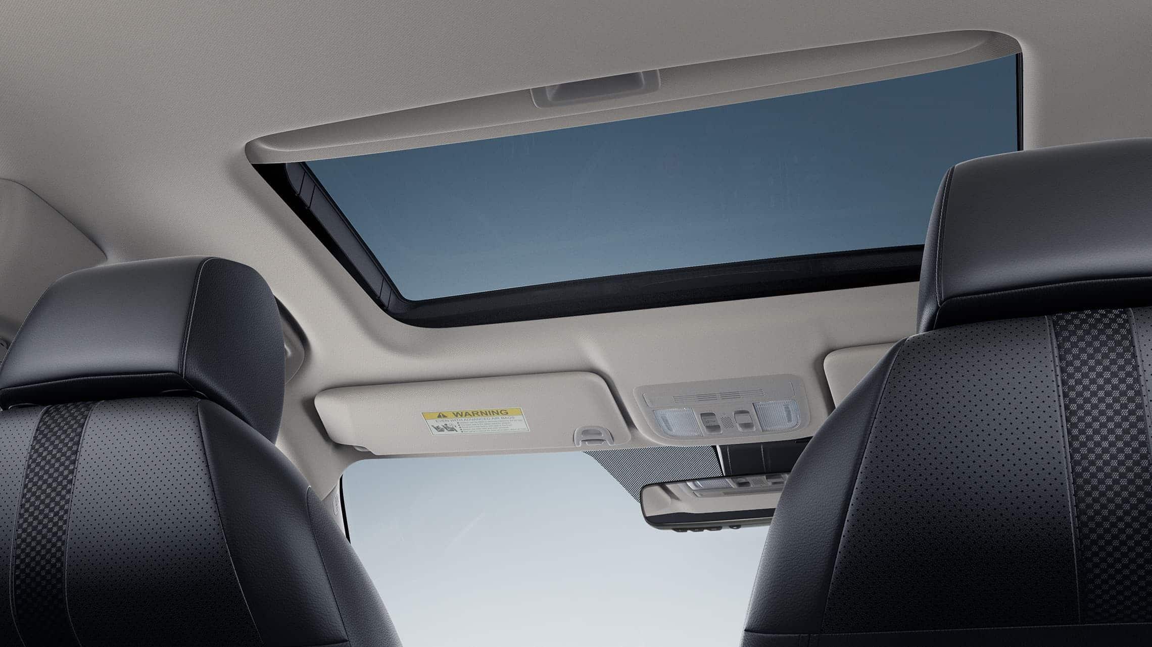Detalle de la activación del techo corredizo con un toque en el Honda Civic Touring Sedán2020.