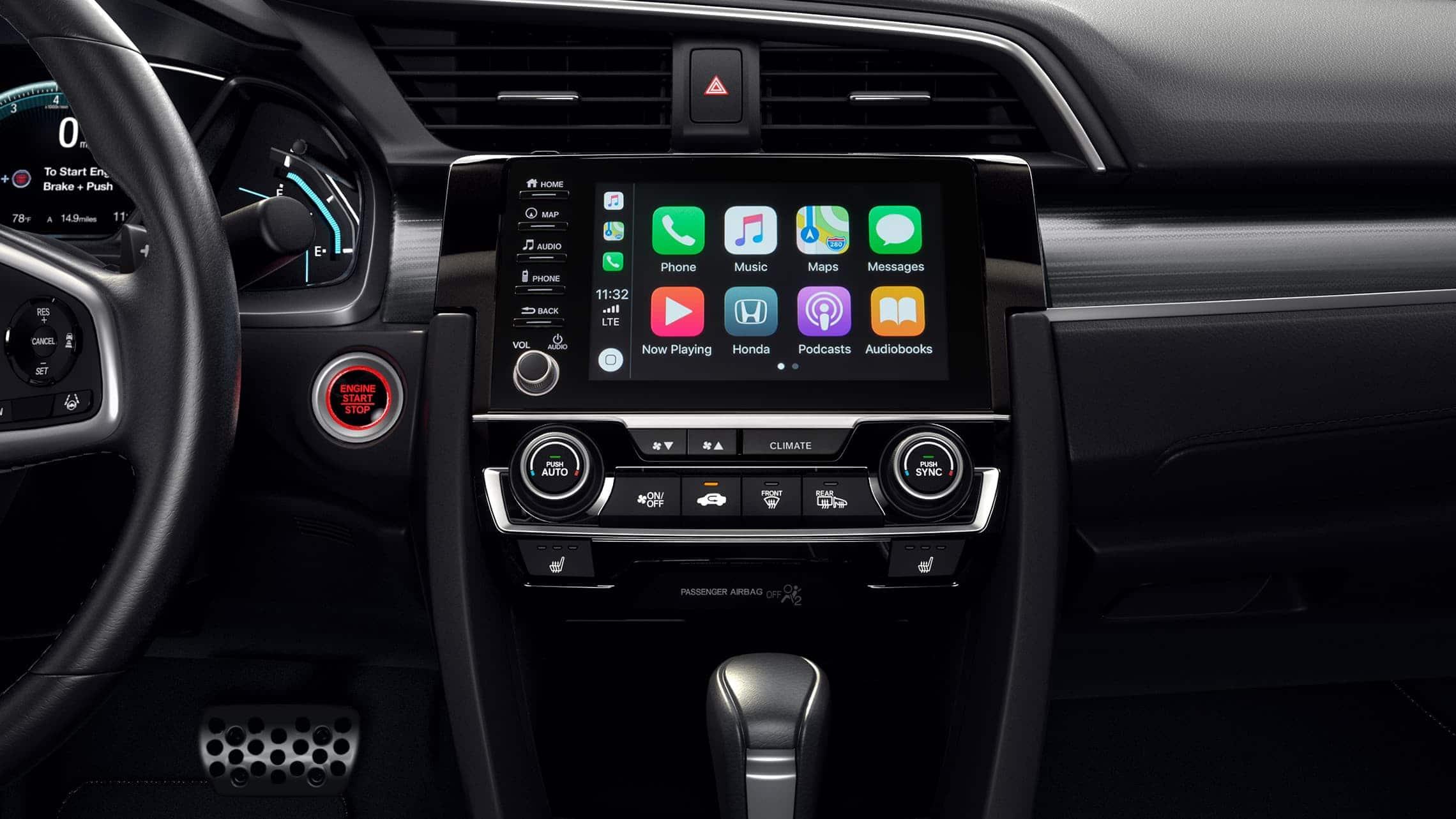 Detalle de Apple CarPlay® en el sistema de audio en pantalla táctil del Honda Civic Touring Sedán2020.