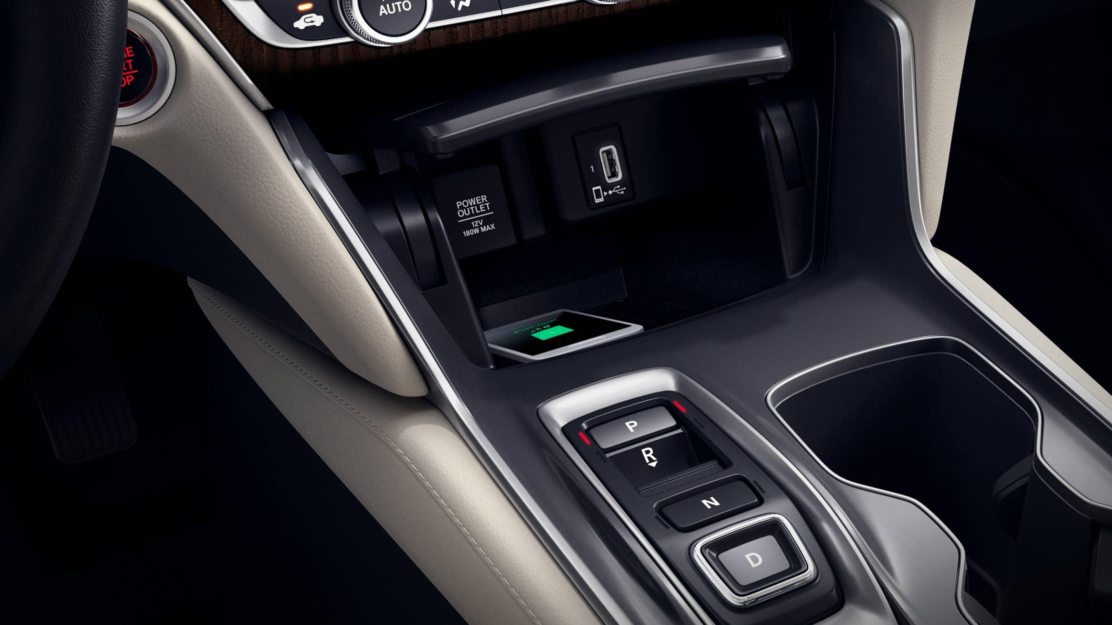 Detalle del cargador de teléfono inalámbrico en el Honda Accord Touring2.0T2020 con Ivory Leather.
