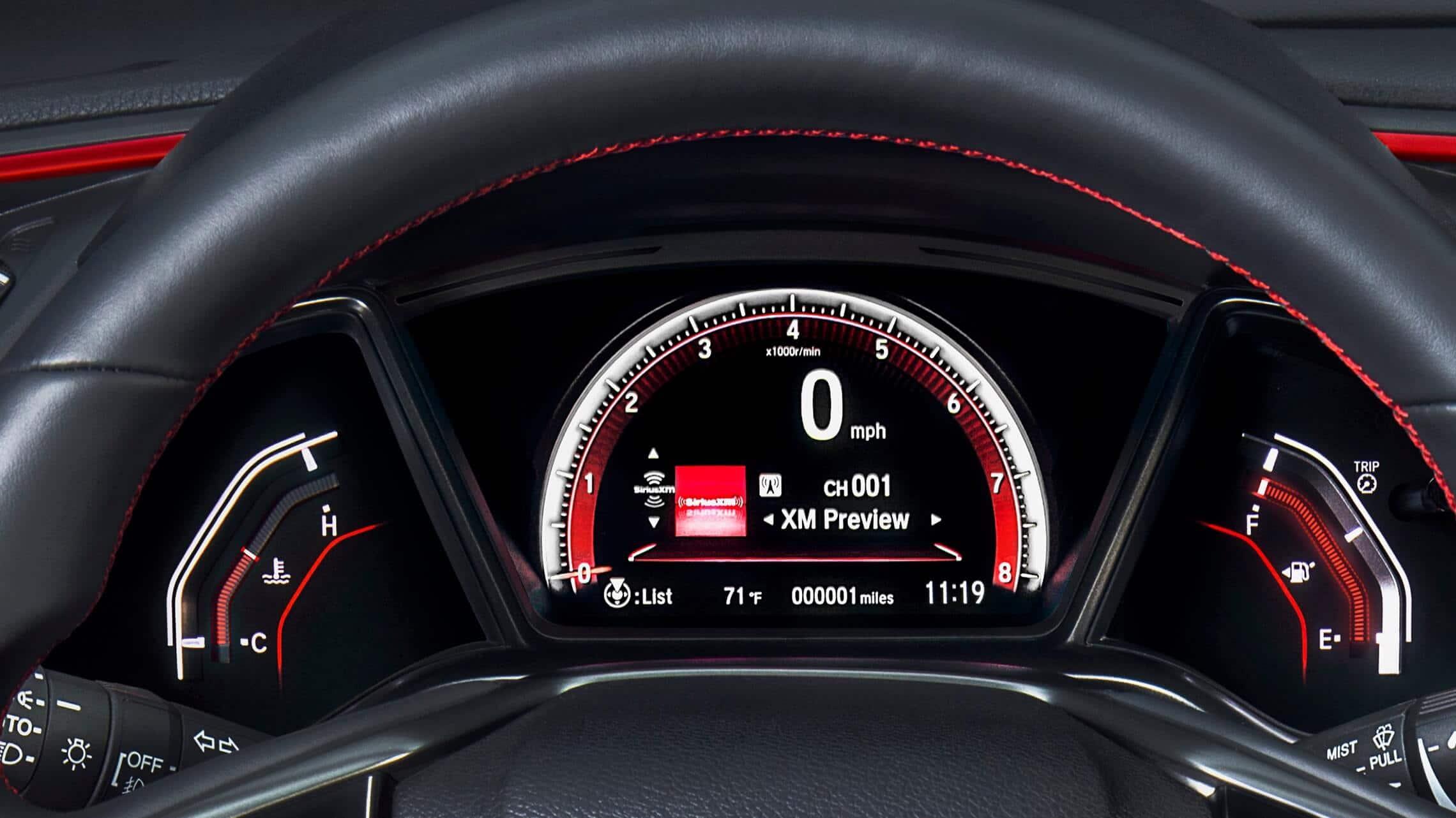 Detalle de la interfaz de información para el conductor en el Honda Civic Si Coupé2020.