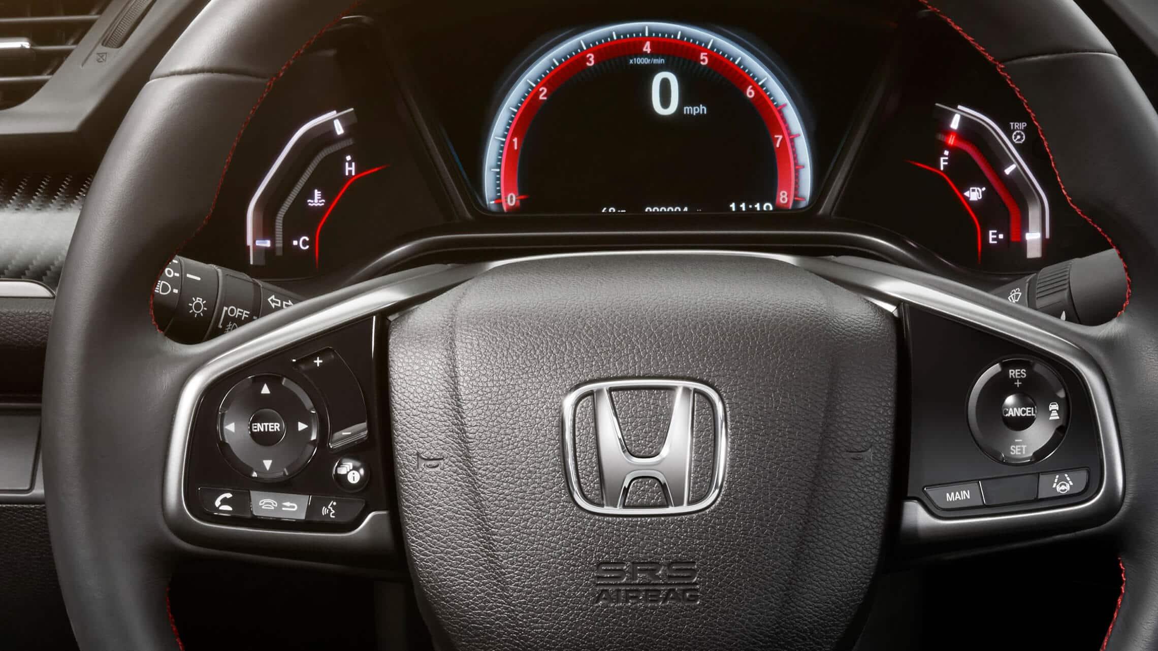 Detalle de los controles instalados en el volante en el Honda Civic Si Sedán2020.