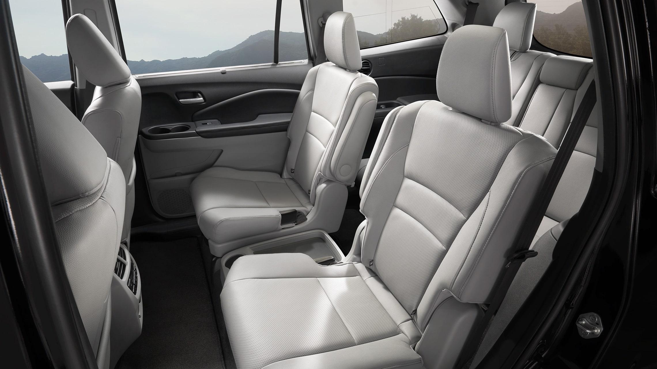 Detalle de los asientos tipo capitán en la segunda fila de la Honda PilotElite2021 con Gray Leather.
